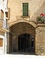 009 Portal de Migdia, o del Mercadal, des de la plaça Major.jpg