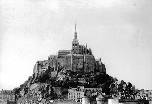 03-06-19 Mont St-Michel 02 analog