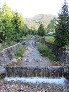 Il rio Stava lungo la strada Tesero - Stava.