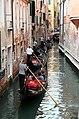 0 Venise, gondoliers sur le Rio di San Salavador (7).JPG