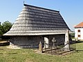112 Crkva sv. Ilije u Vranicu - brvnara.jpg