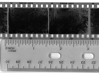 35-mm-Film mit einem Bildformat von 24 mm × 36 mm, in der Kleinbildpatrone vom Typ 135