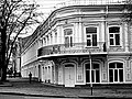1880-е 1-й этаж вольная аптека, 2-этаж банк Макар Попов & К.jpg