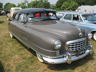 Fender (vehicle) - Fender enclosing the front wheels on a Nash Ambassador