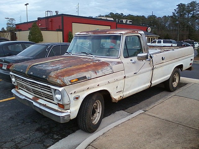 http://upload.wikimedia.org/wikipedia/commons/thumb/c/cf/1969_ford_f-250_(front).jpg/640px-1969_ford_f-250_(front).jpg