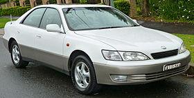1996-1999 Lexus ES 300 (MCV20R) LXS sedan (2011-10-25) 01.jpg