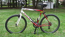 e5e830e9141 A steel framed 2002 Trek 800 Sport mountain bike