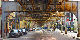 Purple Line (CTA) - The Brown and Purple Chicago 'L' lines run above vehicle traffic on Franklin Street in the Near North Side community area.