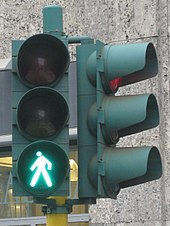2010-12-30 Italy Milan trafficlight green.JPG