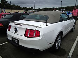 2010 Ford Mustang GT convertible (8453110022).jpg