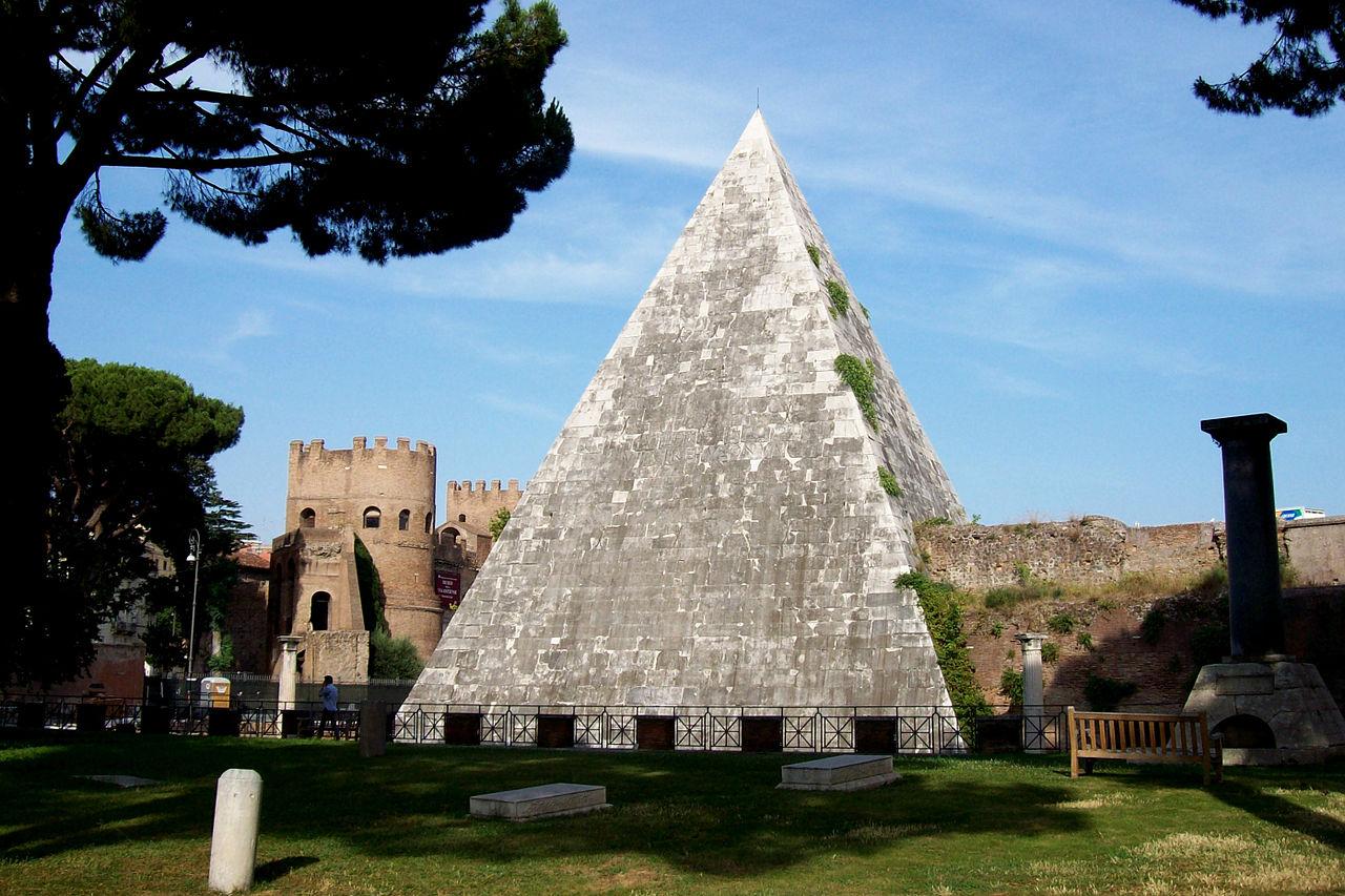 2012-07-04 Roma Piramide Cestia vista dal cimitero.jpg