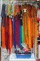 2016 Singapur, Little India, Kolorowe pamiątkowe sznurki ozdobne.jpg