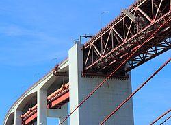 25 de Abril Bridge, close-up of ramp on north bank.JPG