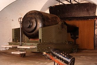 Hurst Castle - 12.5 inch, 38 ton (317 mm, 39,000 kg) rifled muzzle-loading (RML) gun and shell in the West Wing