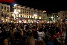 Festeggiamenti in piazza del Duomo la notte del 30 maggio 2011, dopo l'elezione di Pisapia a primo cittadino di Milano.