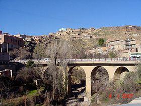 Vue sur l'un des ponts de la ville d'Arris