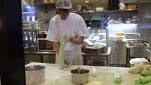 File:A lesson in making Chinese hand-pulled noodles (lamian).webm
