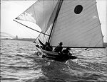 A sloop on Sydney Harbour, with the Harbour Bridge visible (7158088741).jpg