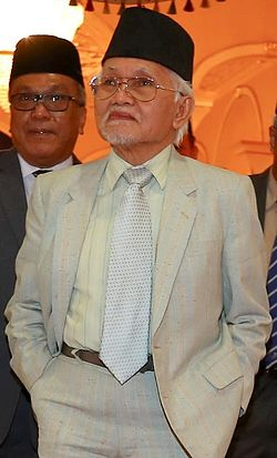 Abdul Taib Mahmud during an official visit by UNIMAS Sarawak.jpg
