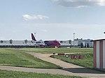 Airbus A320, Wizz Air, PRG.jpg
