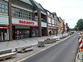 """Alt-Rudow, """"DIE"""" Einkaufstraße in diesem Ortsteil von Neukölln - panoramio.jpg"""