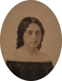 Ambrotype of Elizabeth Kekaaniau, c. 1859, Honolulu Museum of Art (cropped).png