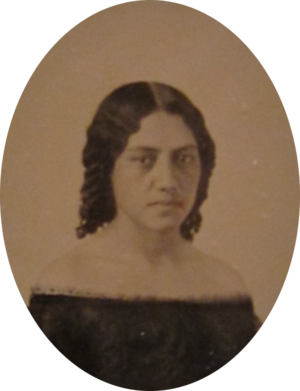 Elizabeth Kekaaniau - Image: Ambrotype of Elizabeth Kekaaniau, c. 1859, Honolulu Museum of Art (cropped)