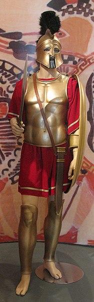 Görög (athéni) nehézfegyverzetű gyalogos katona, a hoplita. Forrás: Wikipédia