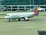 Asiana A321 HL8265 at ICN (27832369154).jpg