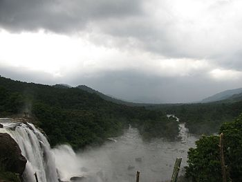 Athirapally waterfalls Kerala 02.jpg