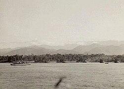 Australian 9th Division amphibious landing east of Lae September 1943 (AWM photo 042371).jpg
