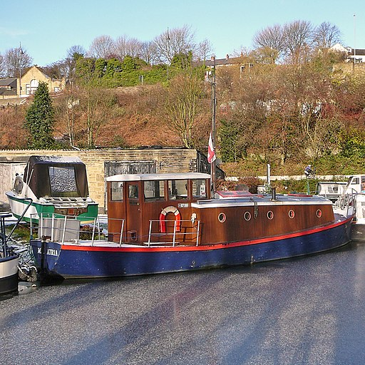 Barge in Sowerby Bridge canal basin (5222032644)