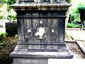 Baron Carl Otto Unico Ernst von Malortie, Grabmal mit fehlendem Schmuck Herrenhäuser Friedhof Hannover Herrenhausen.jpg