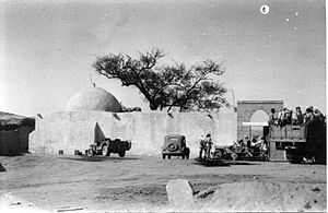 Beit Hanoun - Members of Yiftach Brigade beside a mosque, Beit Hanoun, 1948