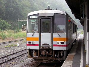 Bingo-Ochiai Station - Image: Bingo Ochiai Station type 120 300 series train