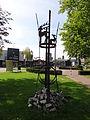 Boxmeer - Sculptuur Jumelage Boxmeer-Sigmaringen van Juul Baltussen in het voorplantsoen van Huize De Weijer.jpg