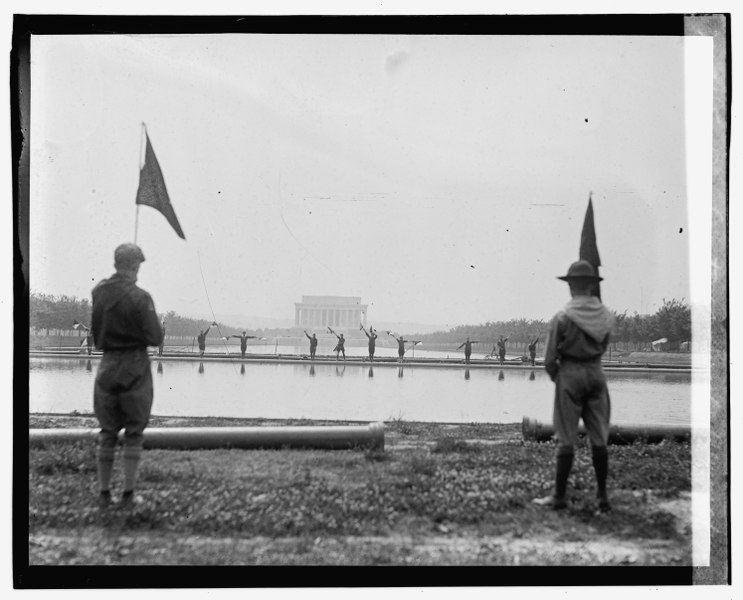 File:Boy Scouts at Lincoln Memorial, 6-16-23 LOC npcc.08887.tif