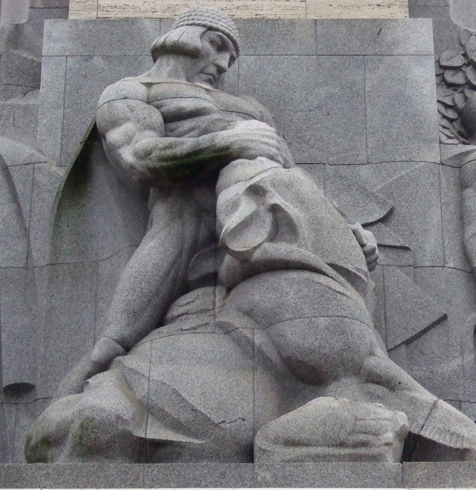Brīvības piemineklis-Lāčplēsis