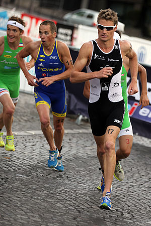 Long-distance running - Men in the 10 km run section of the 2011 Grand Prix de Triathlon in Paris.