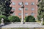 Brunnen Hindenburgdamm 81 82 (Lifel) Brunnen.jpg