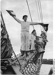 """Bundesarchiv Bild 183-12958-0004, Segelschulschiff """"Wilhelm Pieck"""", Signalgast.jpg"""