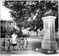 Bundesarchiv Bild 183-J0810-0301-002, Berlin, Denkmal Georg Wilhelm Friedrich Hegel.jpg
