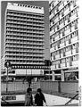 Bundesarchiv Bild 183-K1028-0301, Berlin, Bürohaus, Touristikzentrum.jpg