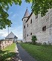 Burg Hochosterwitz Vorhof und Palas-Aussenwand 01062015 4355.jpg