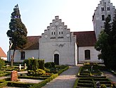 Fil:Burlövs gamla kyrka 6.jpg