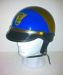 Casco da agente motociclista dell'epoca