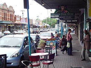 Westgarth, Victoria - Westgarth High Street, 2004; pavements were changed to black asphalt in 2006
