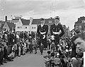 Carnavalsoptocht in Maastricht, opening van de stoet door 2 agenten, Bestanddeelnr 912-0869.jpg