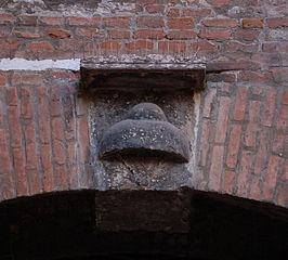 'Cappello' arms in stone in Verona, near Casa Giulietta