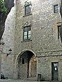 Casa del Gremi dels Sabaters, arc.jpg